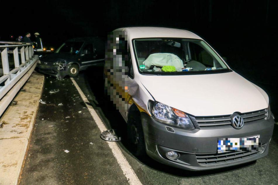 Einer der Fahrer wurde in ein Krankenhaus gebracht.