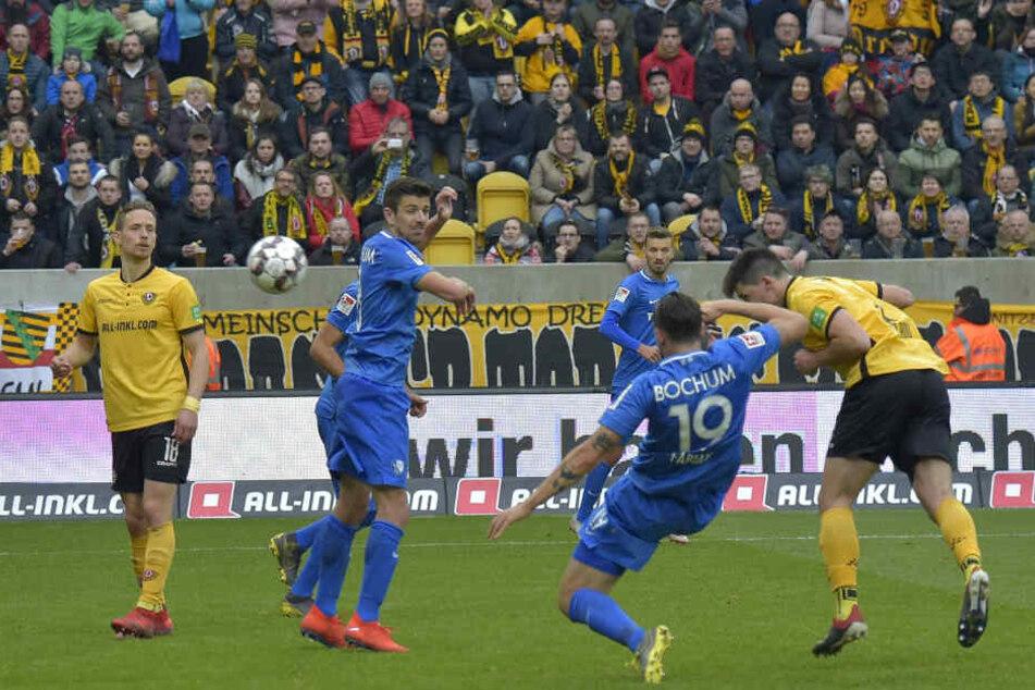 Hier trifft Nikolaou per Kopf zum wichtigen 2:2-Ausgleich gegen den VfL Bochum.