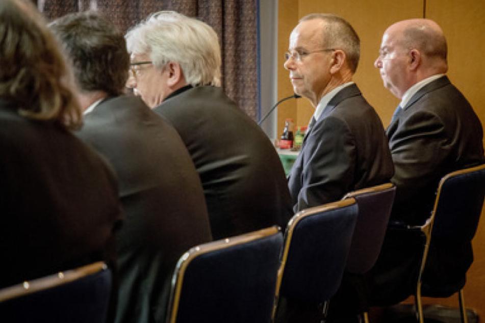 Günter Lubitz, der Vater von Andreas Lubitz, hat sich auf einer Pressekonferenz zu dem Flugzeugabsturz von vor zwei Jahren geäußert.