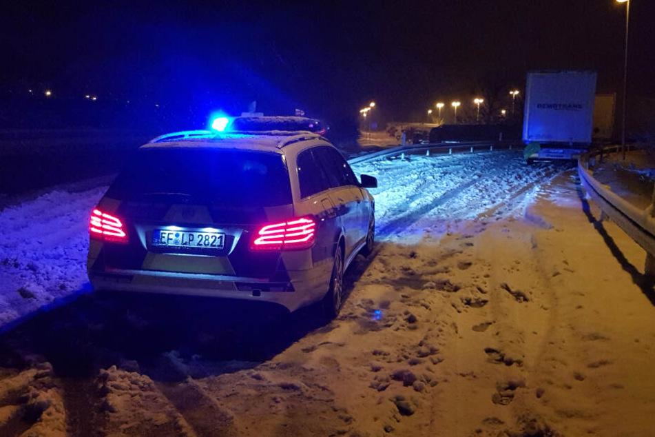 Laster parkt in Zufahrt zu A4-Raststätte und sorgt für schweren Unfall