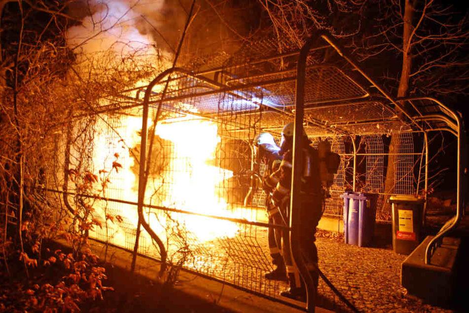 Die Container brannten in voller Ausdehnung.