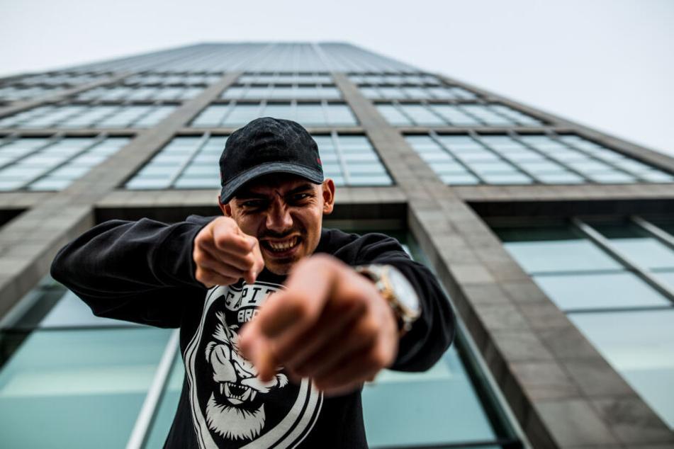 """Raper Capital Bra steht erst seit Juli 2018 bei Bushidos Label """"ersguterjunge"""" unter Vertrag. Jetzt schoss er öffentlich gegen seinen (Ex-)Boss."""