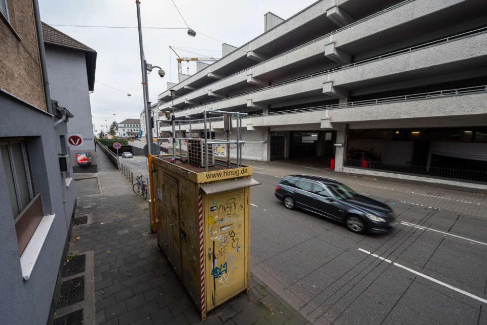 Auf der Darmstädter Hügelstraße ist eine Schadstoff-Messstation angebracht.
