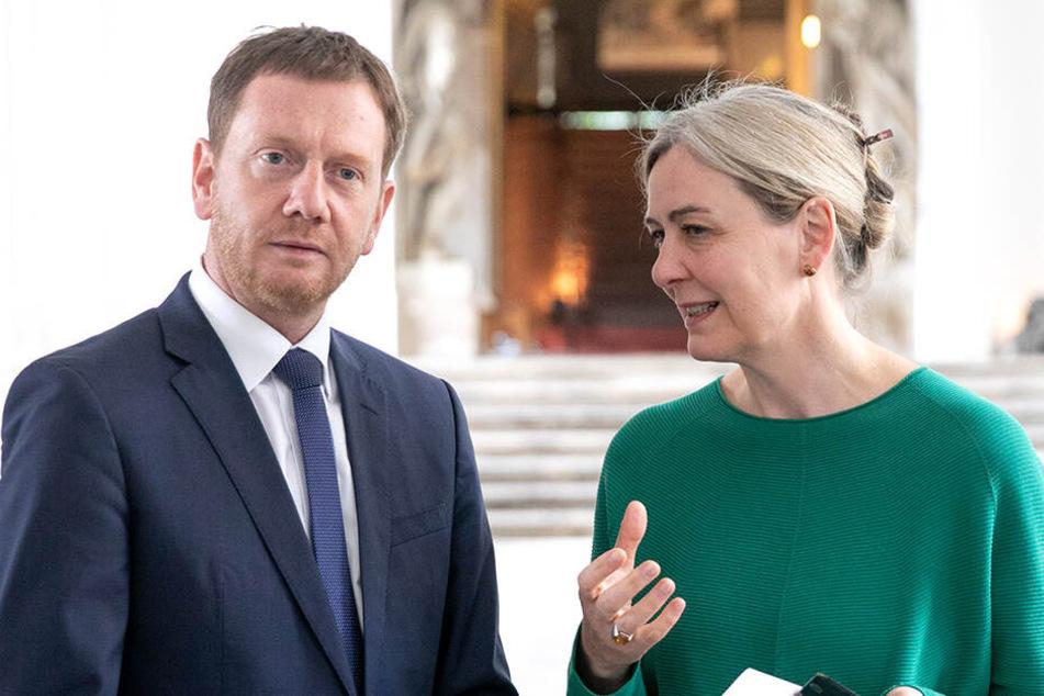 Sachsens Ministerpräsident Michael Kretschmer (44, CDU) fordert, dass Zöllner bei Mindestlohn-Kontrollen auf Uniform und Dienstwaffe verzichten.