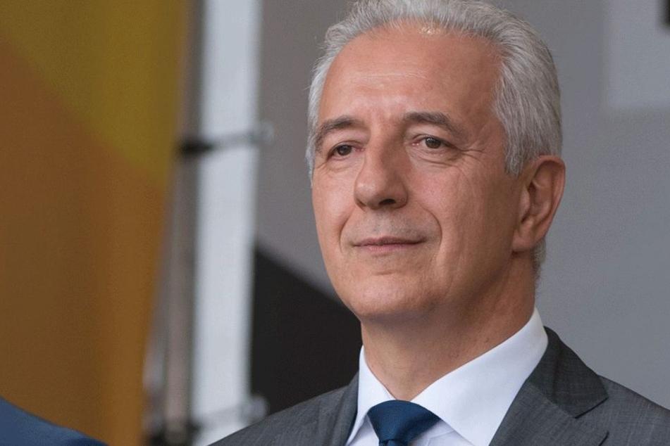 Demütig: Stanislaw Tillich (58, CDU).