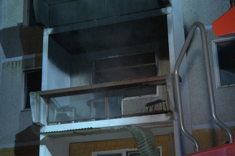 Das Feuer brach in der Wohnung eines 70-jährigen Mieters aus.