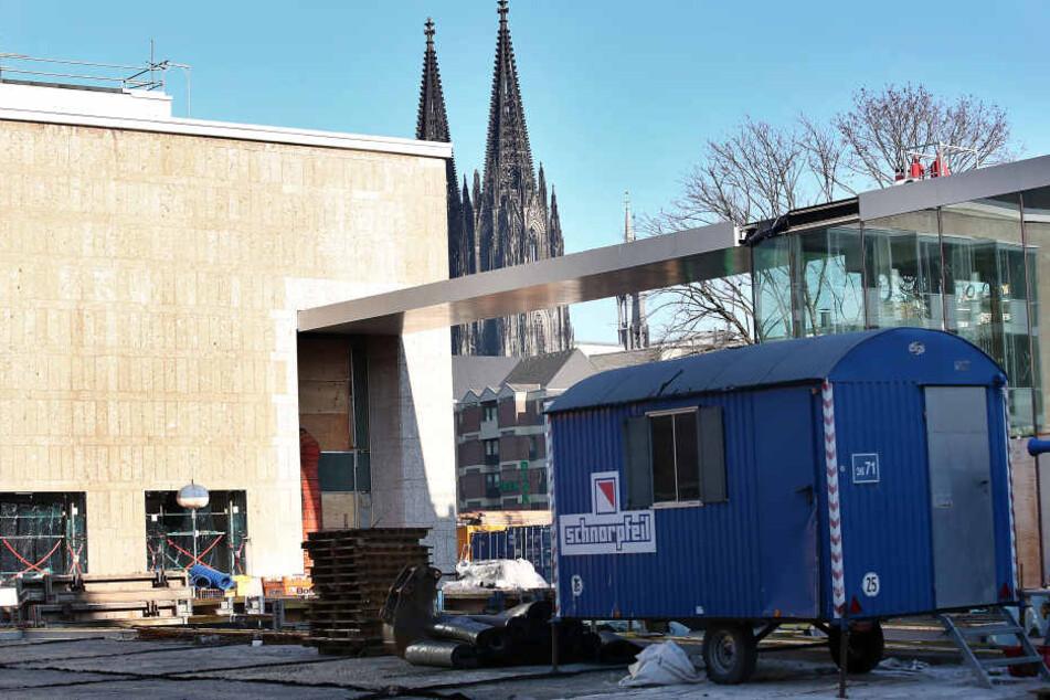 Viele Kölner Großbauprojekte wie die Sanierung der Bühnen werden deutlich teurer als zunächst geplant (Archivbild).