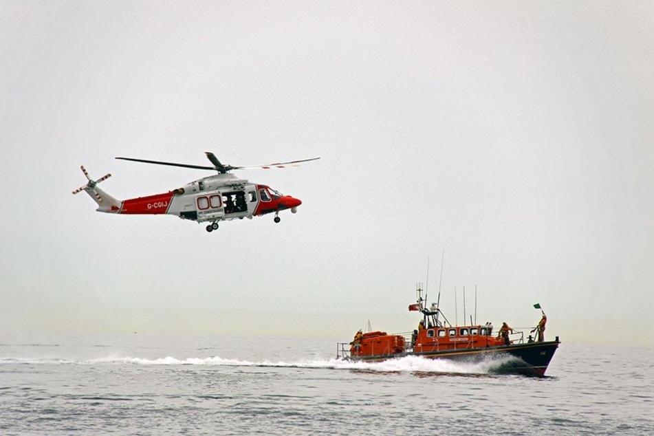 Die Rettungskräfte suchen nach weiteren Überlebenden. (Symbolbild)