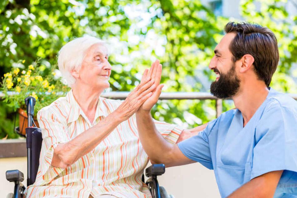 In Dresden nimmt die Zahl der Senioren stetig zu. Viele sind auf Pfleger angewiesen.