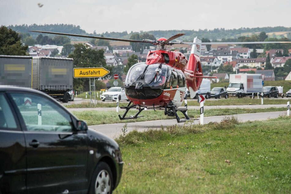 Rettungshubschrauber brachten zwei Menschen in Krankenhäuser.