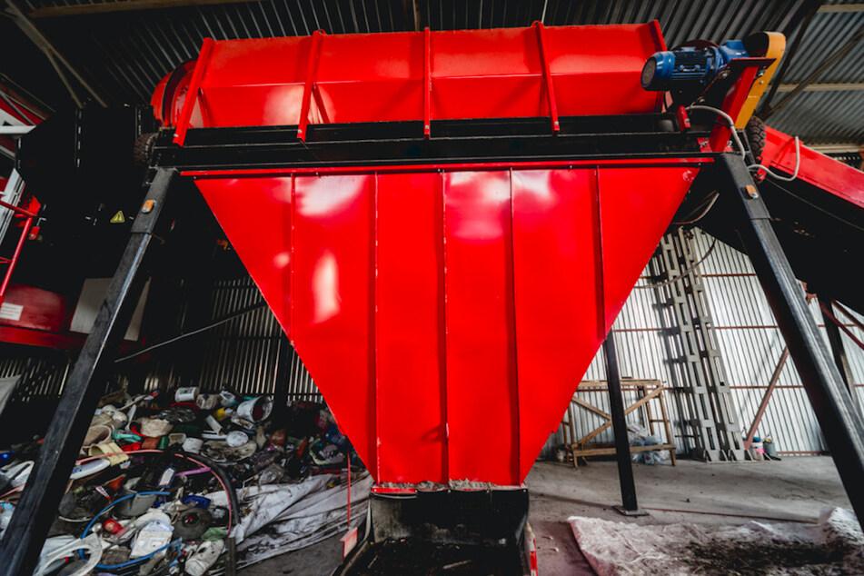 Grausiger Betriebsunfall: Mann fällt in Recyclinganlage und stirbt