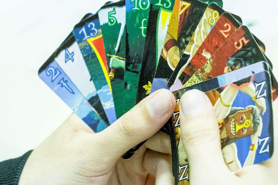 In dem Kartenspielhit geht es um Elfen, Zwerge, Riesen und Menschen.