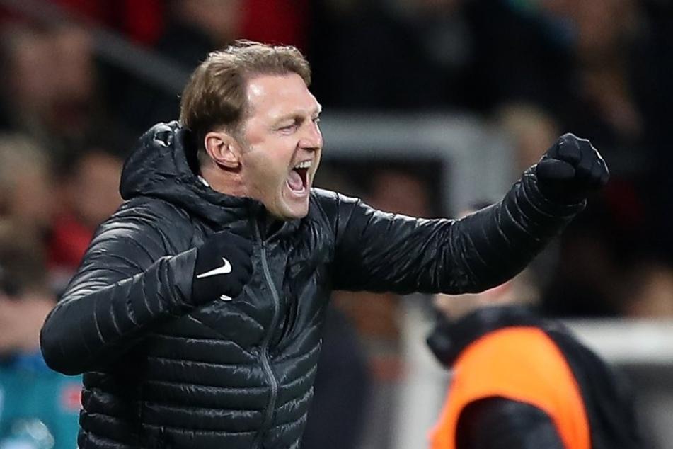 Mit Trainer RalphHasenhüttl schafft es RB bis an die Spitze der Bundesliga.