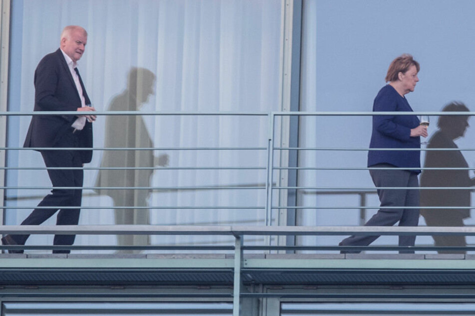 Host Seehofer und Angela Merkel beim Krisengipfel im Kanzleramt.