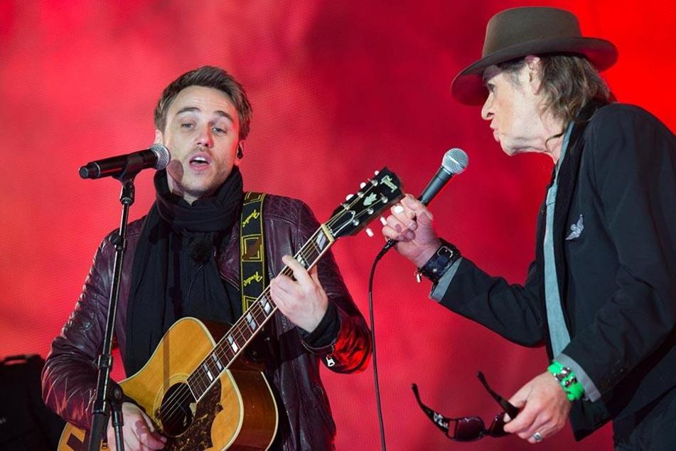 """Mit Clueso (l.) performte Udo Lindenberg die gemeinsame Hit-Single """"Cello""""."""