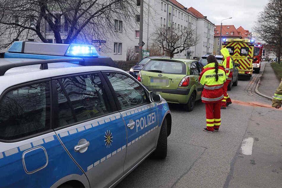Polizei, Feuerwehr und Rettungswagen sind vor Ort im Einsatz.