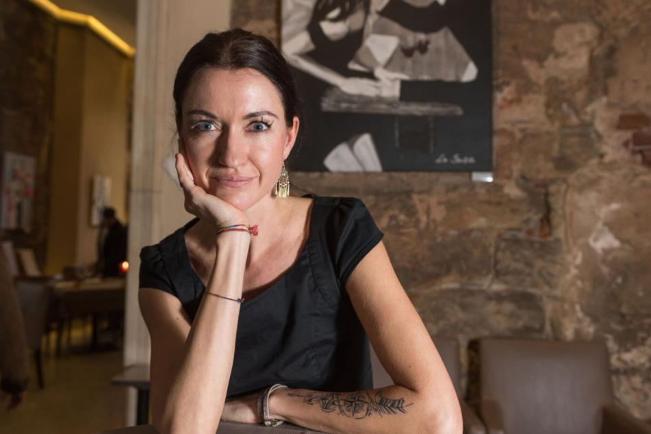 La Suza (37) stellt bis 22. Januar über 20 erotische Bilder im Kurländer Palais aus.