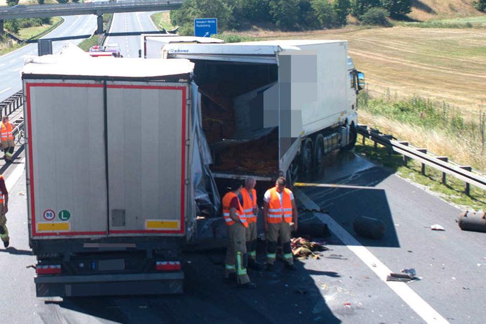 Zwei Lkw stießen auf der Autobahn 4 in Richtung Dresden zusammen.