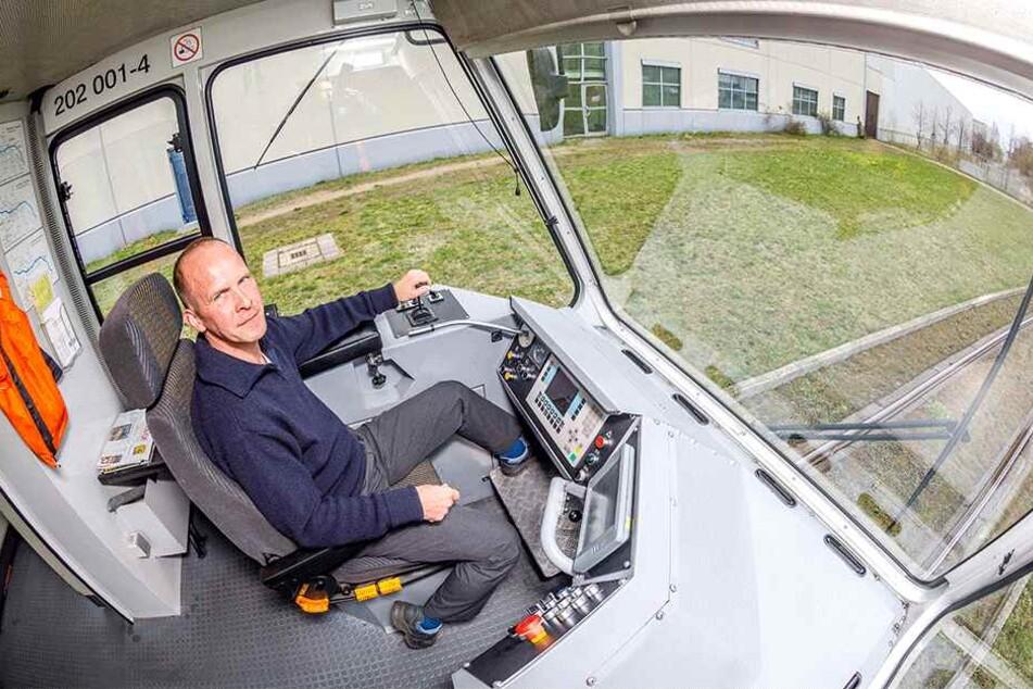 Start aus der Friedrichstadt: Cargo-Tramfahrer Marco Kraut (45) sitzt seit sieben Jahren im blauen Cockpit.