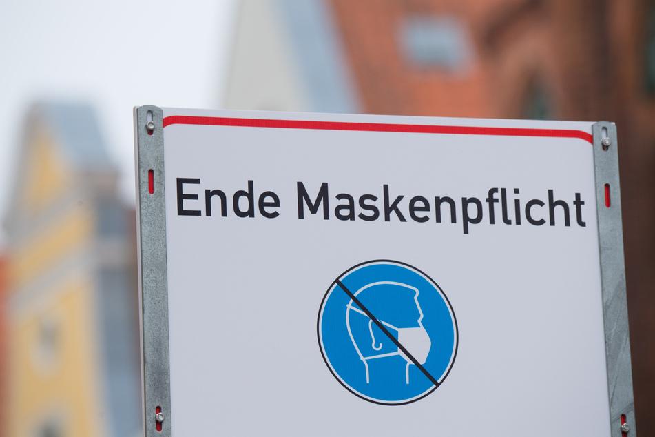 Der Handelsverband Sachsen hat die Lockerung der Maskenpflicht beim Einkaufen als Erleichterung und weiteren Schritt Richtung Normalität begrüßt.
