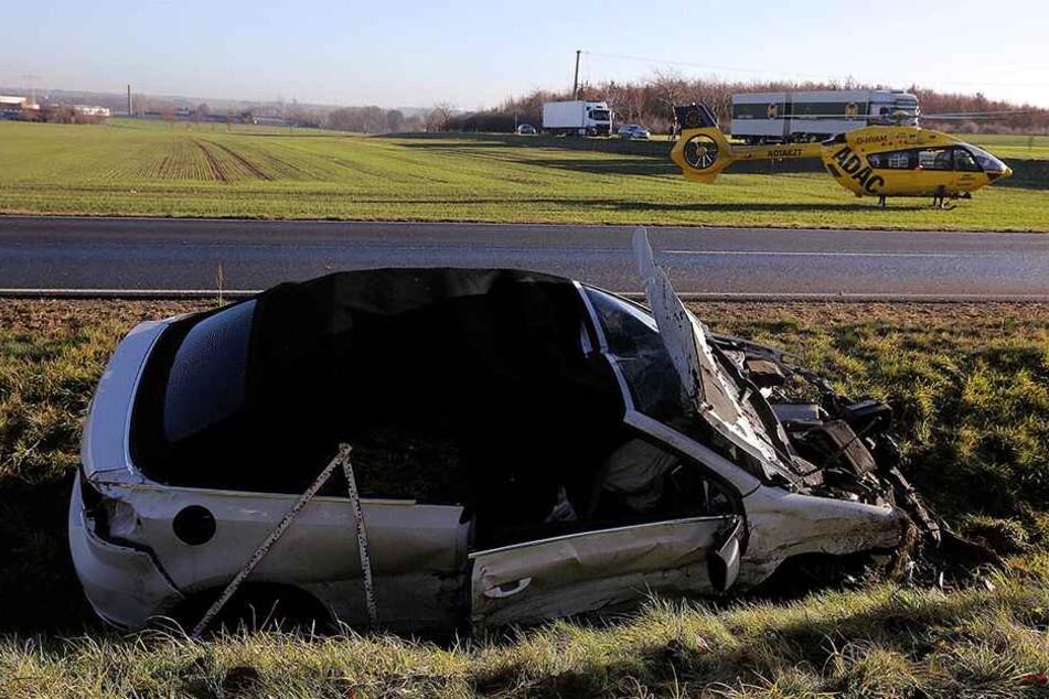 Der VW Golf landete im Graben.