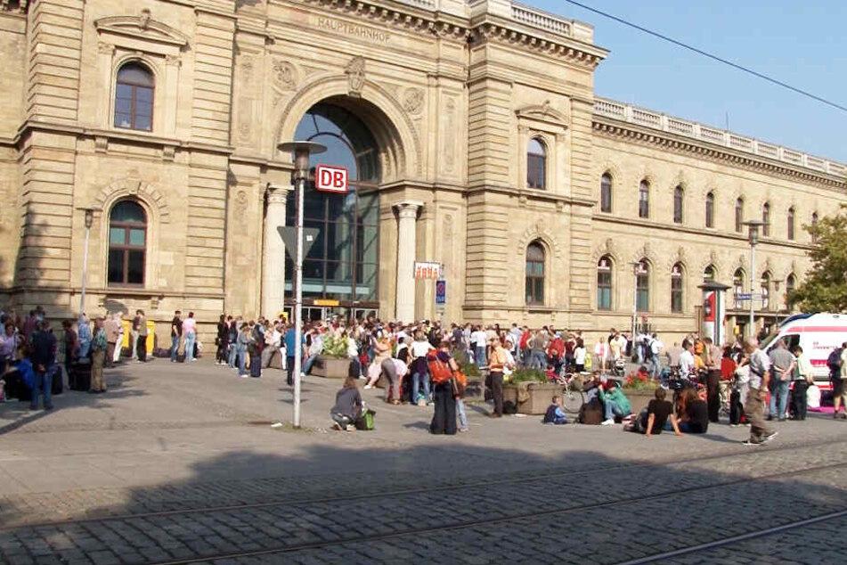 Am Hauptbahnhof Magdeburg rettete die Polizei den kleinen Hund.