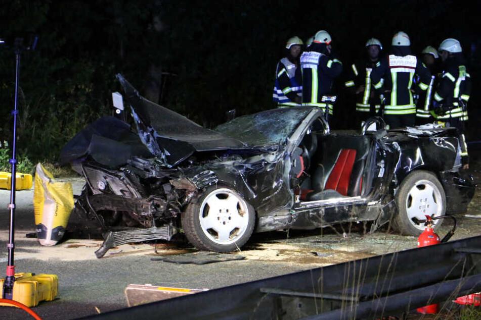 Unfalldrama: Cabrio überschlägt sich, Beifahrerin (17) sofort tot