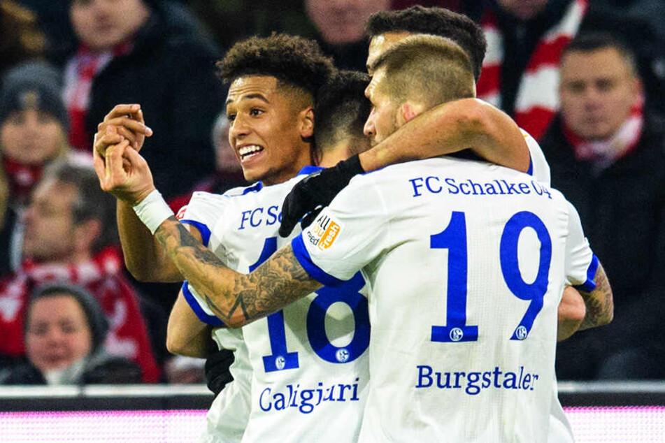 Für Thilo Kehrer (hinten-links) bekommt Schalke eine stolze Ablösesumme: 37 Millionen Euro!