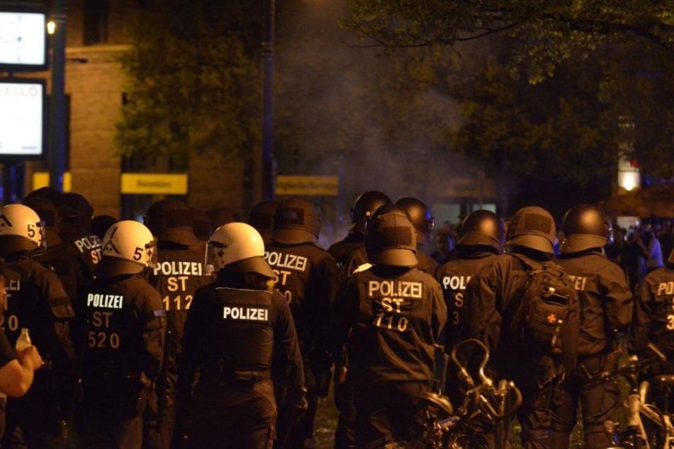 Polizeieinheiten sind derzeit vor Ort.