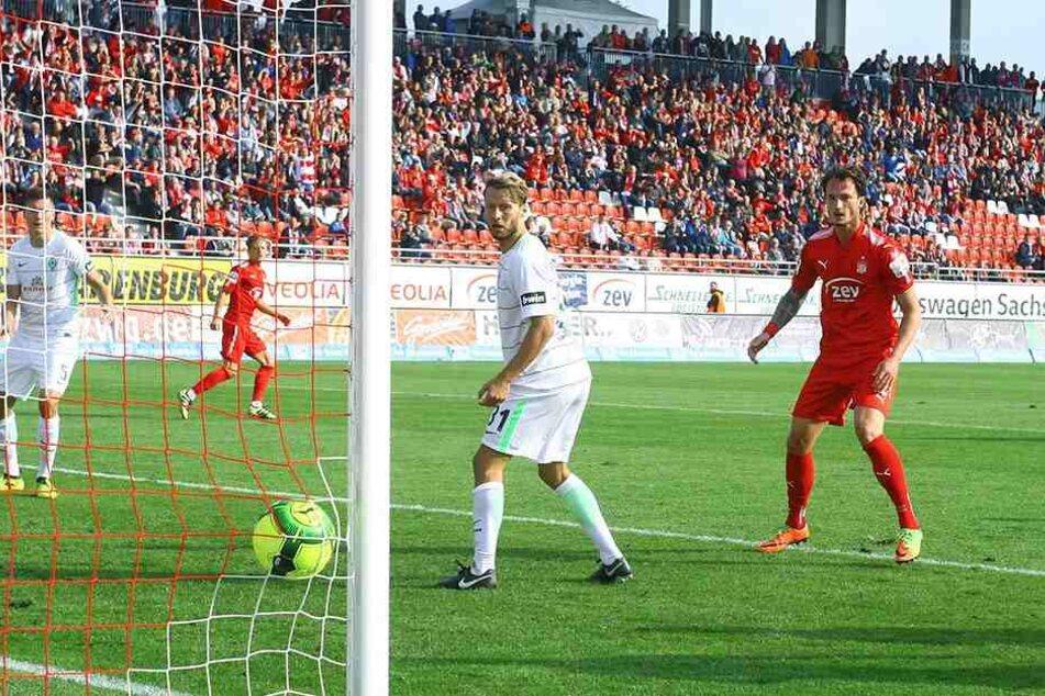 Mit seinem rechten Fuß schlenzte Bentley Baxter Bahn den Ball ins Bremer Tor und bescherte dem FSV den dritten Saisonsieg.