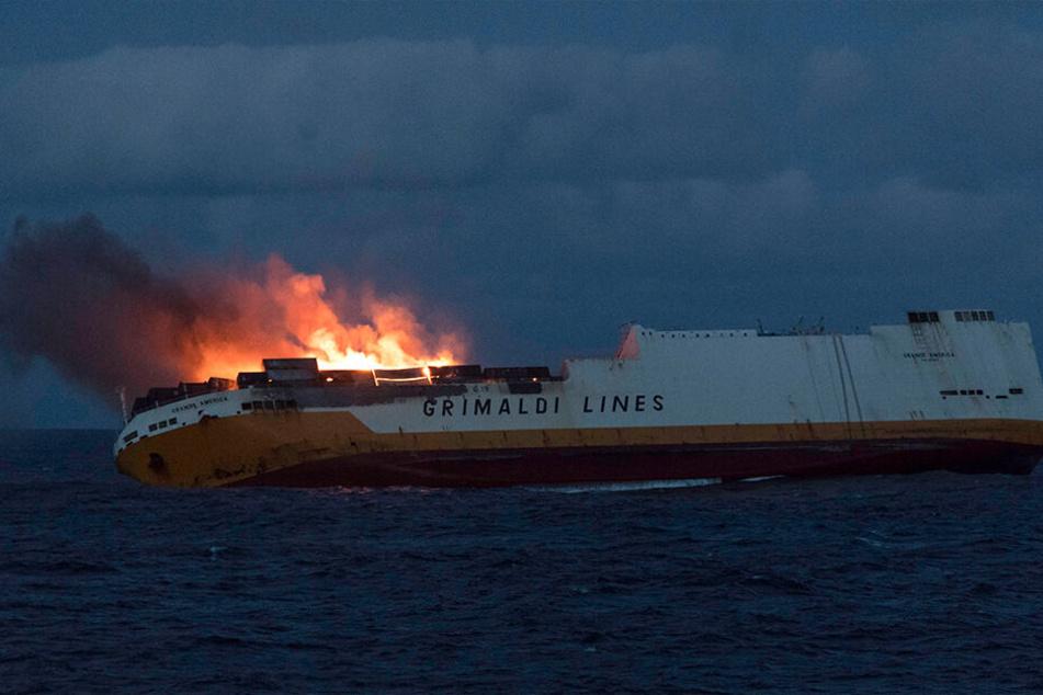 """Der Untergang des Frachters """"Grande America"""" löst in Frankreich Unruhe und Sorge aus."""