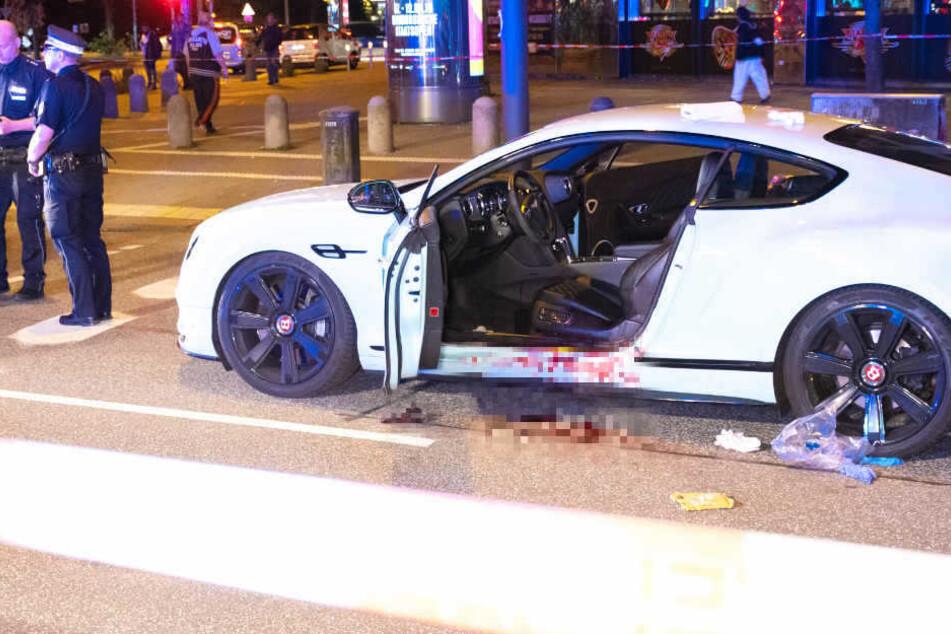 In seinem weißen Bentley wurde Dariusch F. von mehreren Kugeln getroffen.
