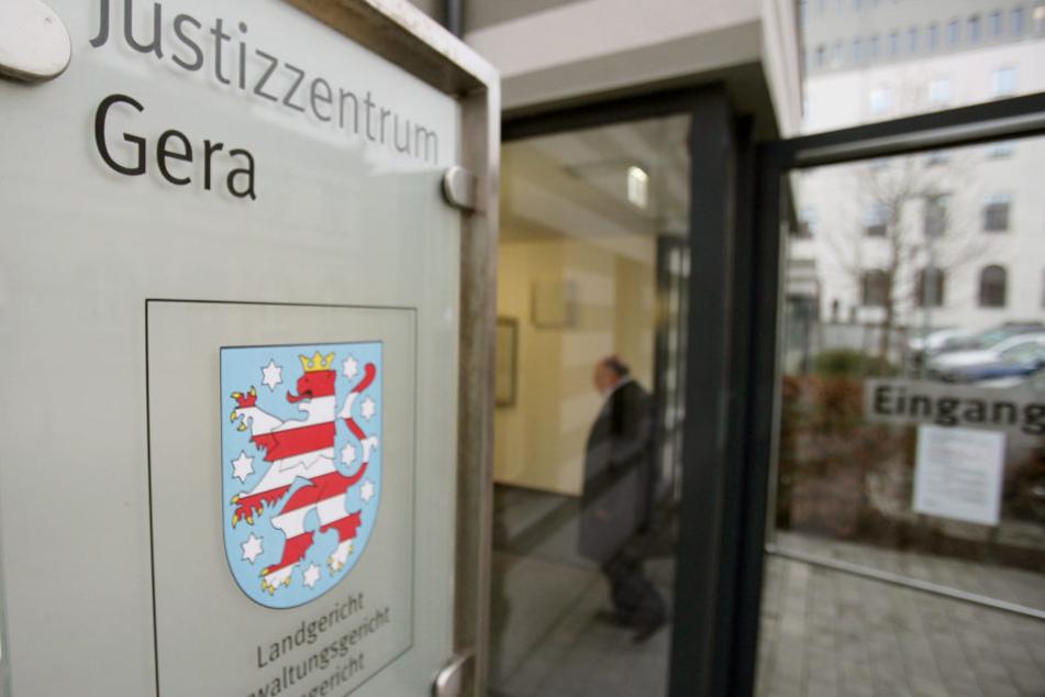 Ein Psychologe steht in Gera wegen sexueller Belästigung vor Gericht.