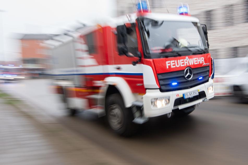 Die Feuerwehr konnte die Frau schließlich befreien. (Symbolbild)