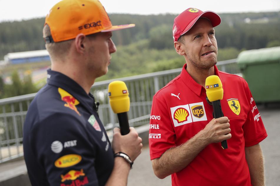 Sebastian Vettel aus Deutschland vom Team Scuderia Ferrari im Interview mit Max Verstappen (l) aus den Niederlanden vom Team Red Bull Racing.