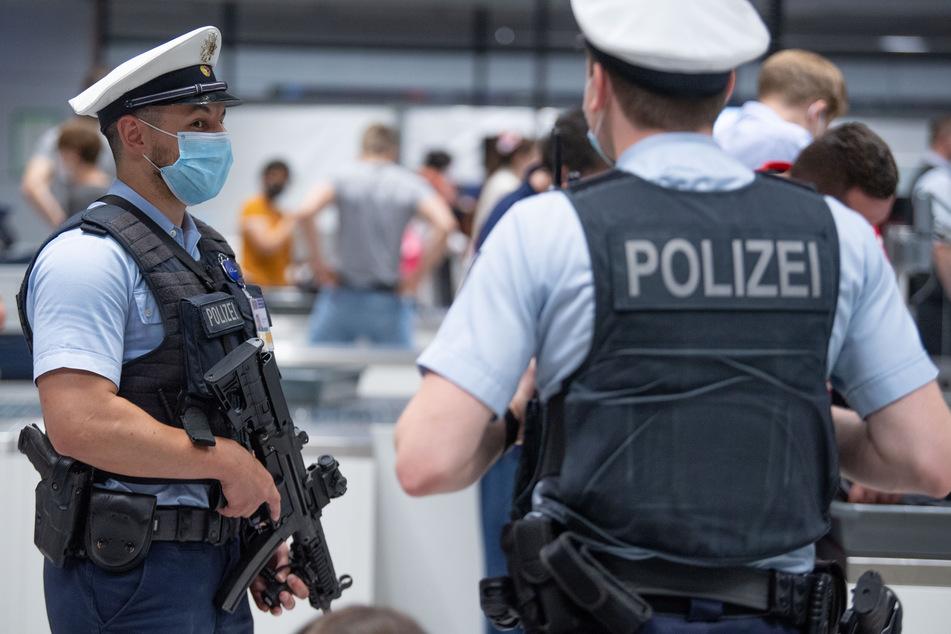 Am Flughafen in Frankfurt am Main endete die geplante Flucht der 51-Jährigen. (Symbolfoto)