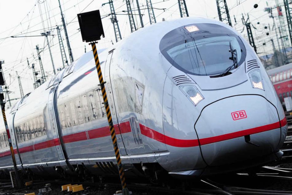 Auch der ICE-Betrieb der Deutschen Bahn ist betroffen (Archivbild).
