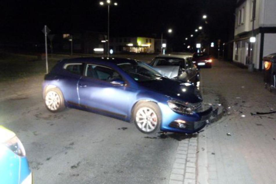 An beiden Autos entstand ein erheblicher Sachschaden.