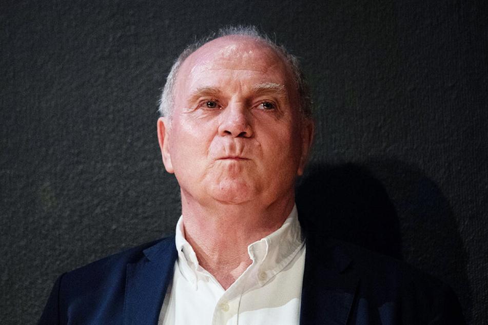 Die von Präsident Uli Hoeneß groß angekündigte Transferoffensive des FC Bayern München ist bislang ausgeblieben.