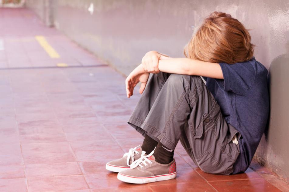 Gleich vier Jungen sollen von dem Mann missbraucht worden sein. (Symbolbild)