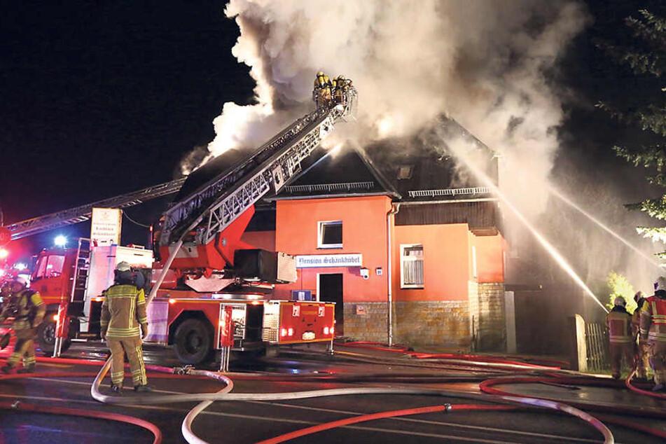 Die Polizei sucht noch immer den Brandstifter vom Schänkhübel Rossendorf.