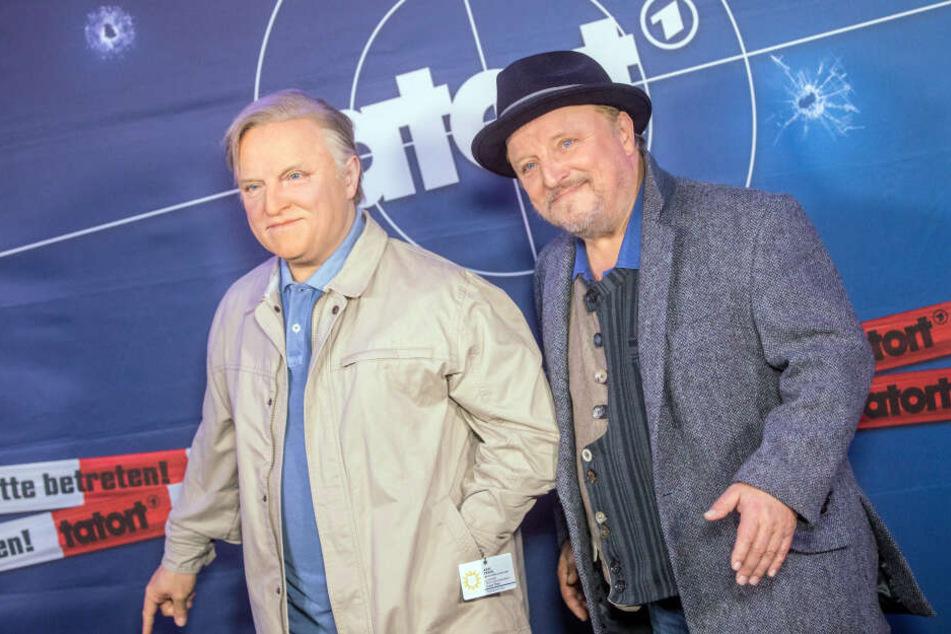 """Axel Prahl (r), Schauspieler, steht neben seiner Wachsfigur von Madame Tussauds, die ihn in der Rolle des """"Tatort""""-Kommissars Frank Thiel zeigt."""