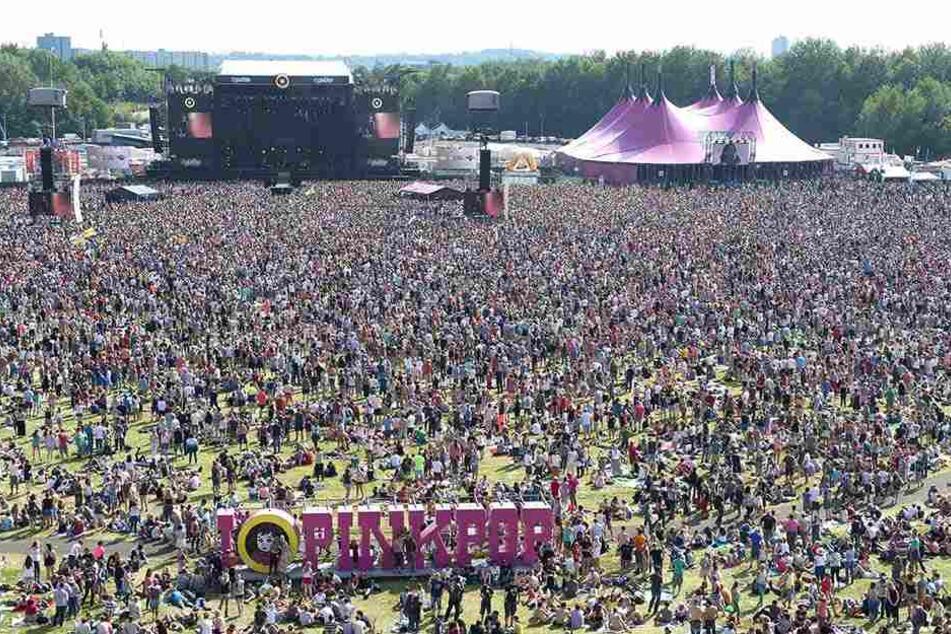 Bus raste in den Niederlanden in Festival-Besucher: Ein Toter