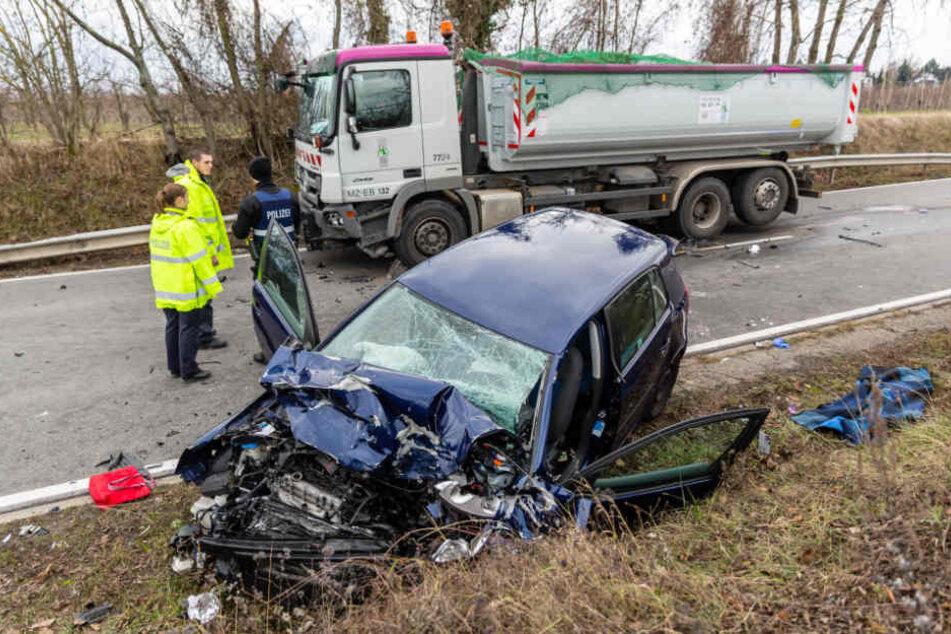 Die Frau verstarb noch am Unfallort.