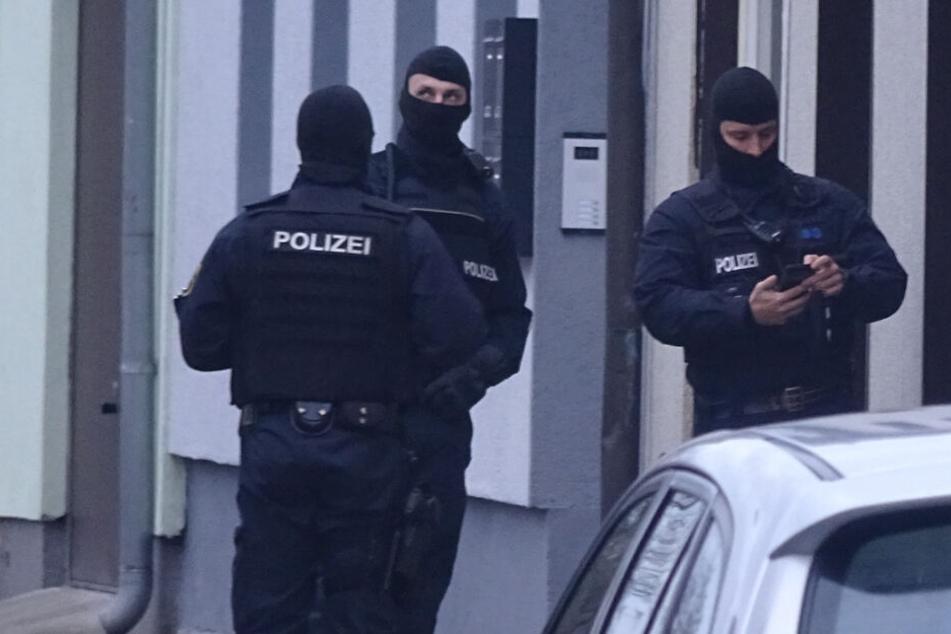 SEK-Einsatz in Gladbeck: Mann zieht Waffe und eröffnet Feuer auf Beamte