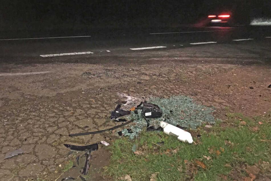 Scherben am Unfallort weisen darauf hin, dass es hier gekracht hat.