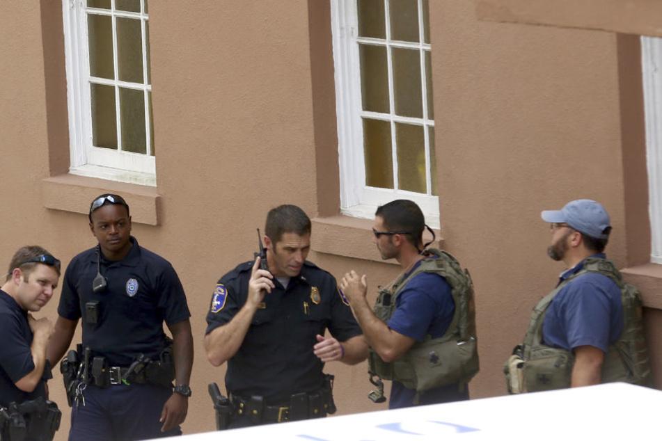 Die Polizei überwältigte den Mann am Donnerstag, nachdem er kurzzeitig mehrere Geiseln genommen hatte.