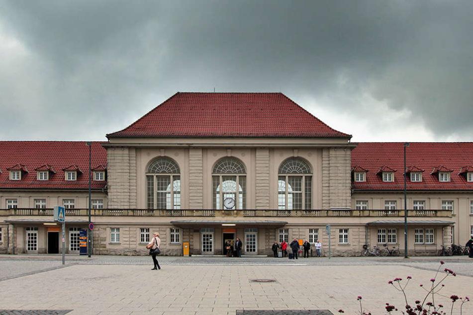 Vor dem Weimaer Bahnhof sind am Wochenende mehrere Flüchtlinge aneinander geraten.