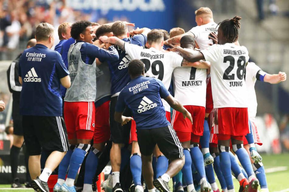 Nach seinem Treffer gegen Hannover 96 jubelte die gesamte Mannschaft mit dem jungen Gambier.