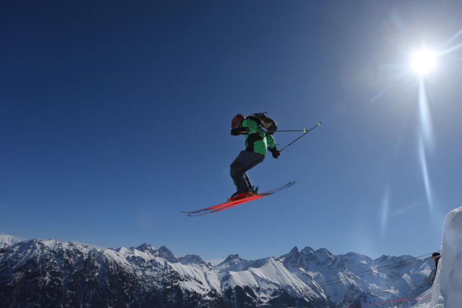 """In den Alpen und in Mittelgebirgen ab einer Höhe von 800 bis 1000 Metern kann man """"mit einer an 100 Prozent grenzender Wahrscheinlichkeit zu Weihnachten mit einer geschlossenen Schneedecke rechnen""""."""